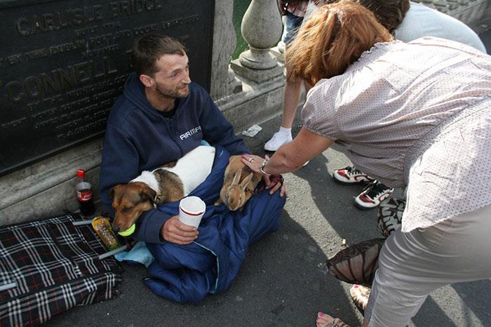 cachorros-que-amam-os-donos-independente-de-dinheiro-10